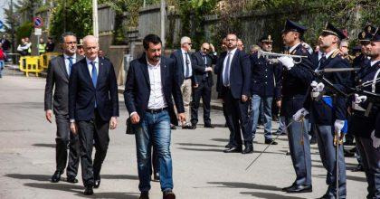 """25 aprile, Salvini contestato in Sicilia: """"Vi regalo libro di Saviano"""". E a Orlando: """"Prepara gli scatoloni"""""""