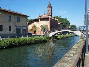 Milano, don Pierluigi Lia sale sul tetto per pulire la grondaia e muore impiccato con l'imbracatura