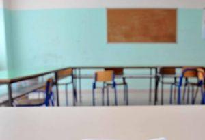 Sant'Anastasia (Napoli), crolla una parete a scuola: cinque bambini e una maestra contusi