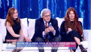 """Live - Non è la d'Urso, Vittorio Sgarbi presenta le figlie: """"Il padre è solo un incidente"""""""