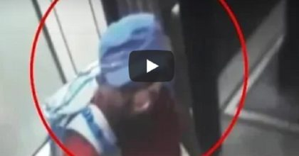 Sri Lanka, i due attentatori sorridono prima di farsi esplodere VIDEO