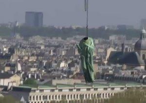 Notre-Dame: le 12 enormi statue che cinque giorni hanno preso il volo per il restauro