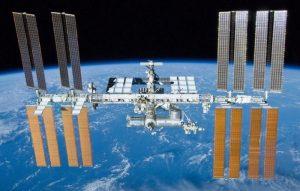 Nasa: stazione spaziale colonizzata da batteri mangia metalli