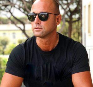 """Maurizio Costanzo Show, la frecciatina a Stefano Bettarini: """"Se chiudono i reality tu..."""""""