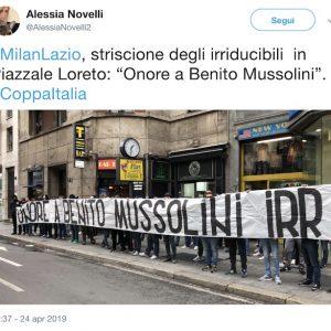 """Milano, striscione degli ultrà Lazio vicino Piazzale Loreto: """"Onore a Mussolini"""""""