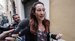 """Migranti, Paola Taverna: """"Lega dice che chiude porti ma in Ue si allea con chi non vuole ripartizione"""""""