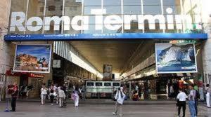 Roma, 17enne in gita molestata alla stazione Termini: polizia arresta il maniaco
