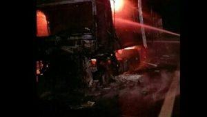Incidente sulla A1: Tir sbanda, si ribalta e prende fuoco. Morto il conducente