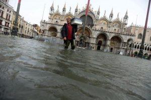 Venezia, l'acqua alta è da record: 134 cm. Solo nel 1936 ad aprile fu più alta