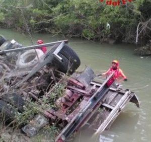 Campobasso, autocarro precipita dal viadotto del Liscione: salvi dopo un volo di 15 metri