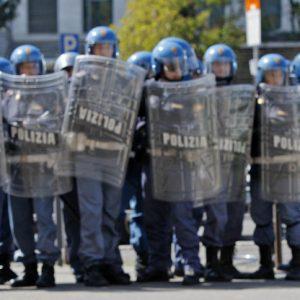 Scontri tra tifosi della Fiorentina e polizia a Bergamo prima della semifinale di Coppa Italia