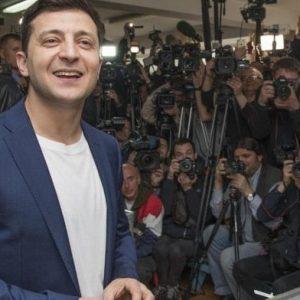 Elezioni in Ucraina, vince il comico Zelenskij. La televisione e il suo doppio