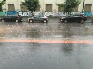 Maltempo Milano, nubifragio e violenta grandinata. Ghiacciata la pista di Malpensa VIDEO