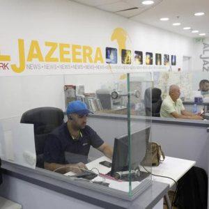 """Al Jazeera sospende i due giornalisti """"negazionisti"""". """"Come hanno sfruttato l'Olocausto i sionisti?""""i"""
