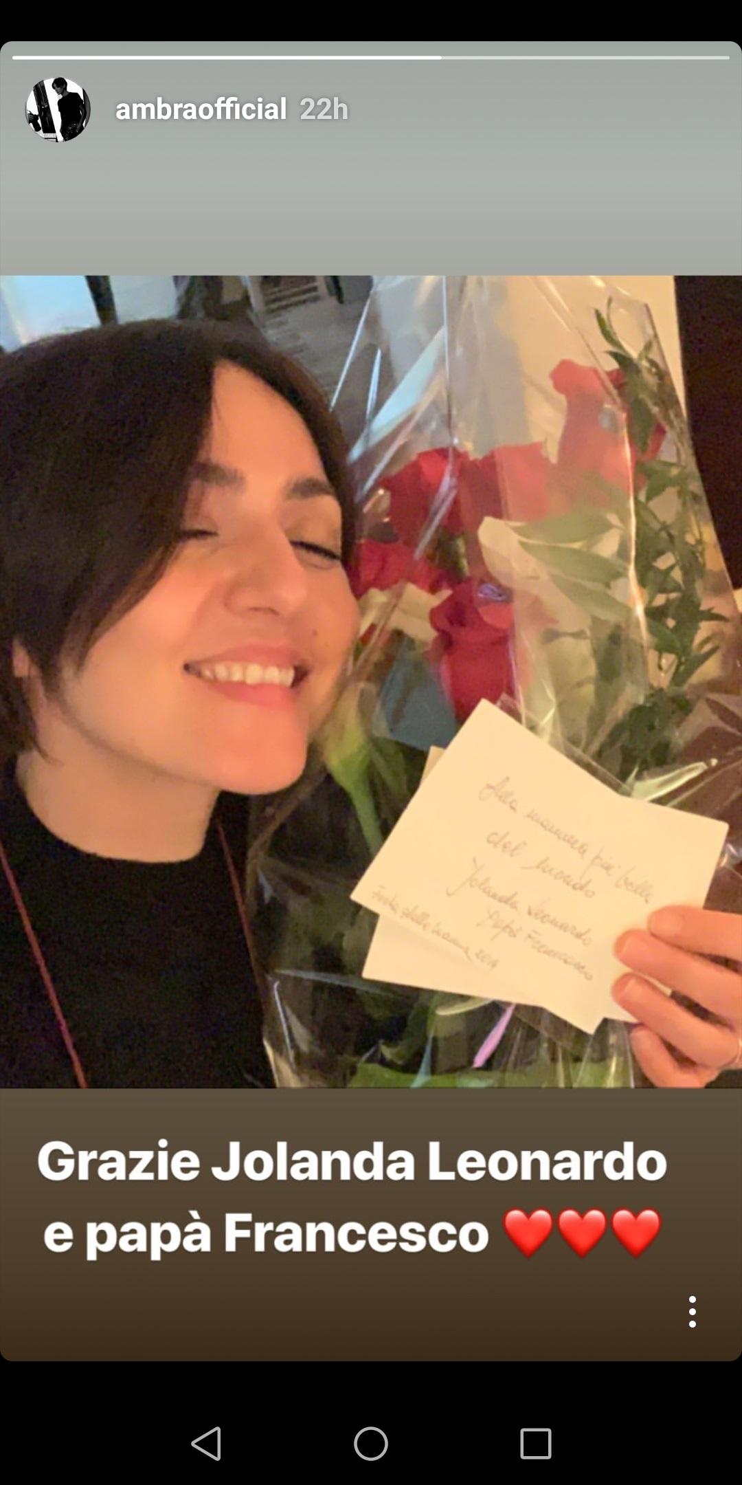 """Ambra Angiolini, rose rosse da Francesco Renga: """"Alla mamma più bella del mondo""""02"""