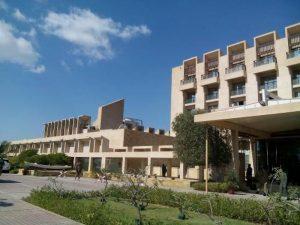 Pakistan, commando armato di 3 uomini assalta hotel di lusso