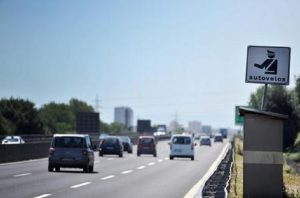 Google Maps, arriva la funzione che segnala limiti di velocità e autovelox (foto Ansa)