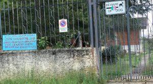 """Legittima difesa, il cartello ad Avezzano: """"Attenti, sparerò a tutti"""""""