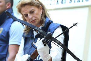 Baviera, i delitti della balestra: tre morti trafitti da frecce. E a casa di una vittima altri due cadaveri