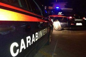 Scandicci, si barrica in casa con la figlia di 8 anni. I carabinieri fanno irruzione: arrestato