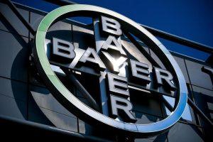 Bayer condannata in Usa a risarcire 2 mld $: cancerogeno il diserbante Roundup con glifosato