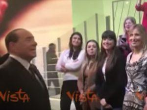 """Berlusconi negli studi Mediaset: """"Sempre Forza Italia? Certo, mica vuole fare Forza Cambogia"""" VIDEO"""