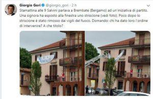 """Salvini a Brembate: """"Non benvenuto"""" dal balcone, intervengono i pompieri. I pompieri?"""