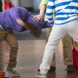 Pavia, il bullo gli sbatte la testa sul banco: 15enne rischia di perdere un occhio