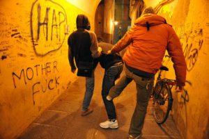 Bologna, baby gang aggredisce disabile e lo deruba: 3 minorenni arrestati