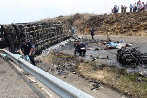 Messico, tir contro bus turistico: 21 morti e 30 feriti