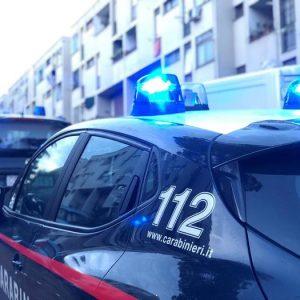Cesano Maderno (Monza), arrestato mentre insegue la ex: in auto una bottiglia di acido solforico