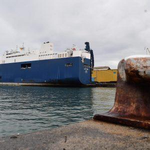 Genova, il cargo saudita Bahri Yambu carico di armi ha attraccato in porto, nonostante le proteste