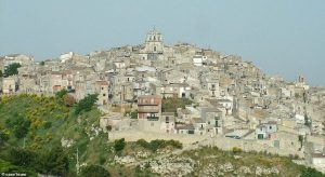 Mussomeli (Caltanissetta), case svendute a 1 euro: tua se la ristrutturi entro 3 anni