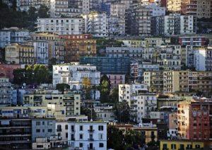 Ricchezza degli italiani 8,4 volte i loro redditi. Case e soldi visibili, redditi nascosti