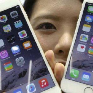 "Usa-Cina, azienda cinese ordina ai dipendenti: ""Chi usa iPhone sarà licenziato"""