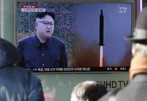 Corea del Nord, Kim Jong-un torna a lanciare missili a corto raggio (foto d'archivio Ansa)