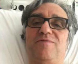 """Gaetano Curreri cade durante il concerto. Il messaggio dall'ospedale: """"Anche Bolle ogni tanto cade"""""""