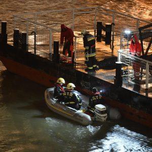 Budapest, battello carico di turisti si capovolge nel Danubio: ci sono vittime
