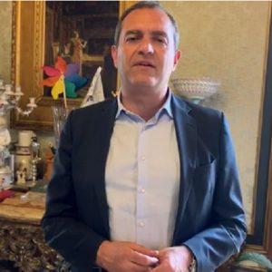"""Napoli, l'appello di de Magistris per il piccolo Gabriele: """"Solo 20 casi al mondo, troviamo un donatore"""""""