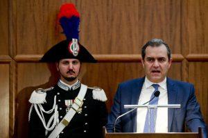 Noemi. Il sindaco De Magistris finisce per dar la colpa a Salvini e a Gomorra