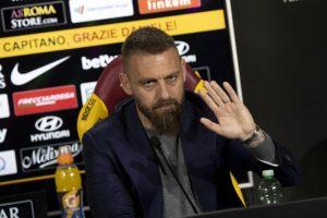 """De Rossi ai tifosi: """"Se me lo chiedete voi non indosserò altre maglie"""". E Ranieri attacca """"testa grigia"""" Baldini"""