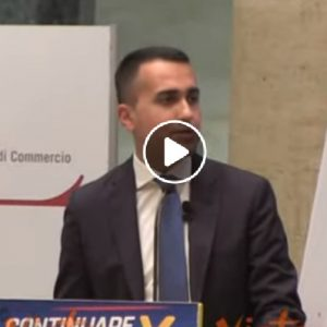 """Di Maio: """"Quelli del Congresso di Verona sono gli stessi che hanno fischiato il Papa"""""""