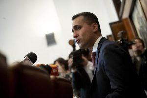 """M5s, Di Maio: fiducia dall'assemblea degli eletti. Di Battista: """"Scusa se non ti ho aiutato"""""""