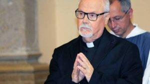 Campobasso, Don Nicola Pacetta ordinato prete a 73 anni davanti ai figli e i nipoti