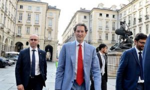 Fca-Renault, John Elkann in trionfo sui giornali: Operazione Newton, i codici segreti