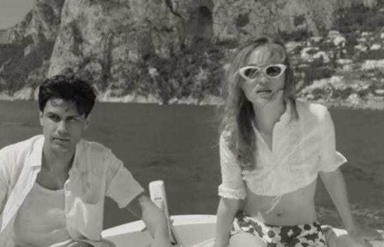 """Elvis Esposito e Jessica Cressy in una scena del video di """"Oi Marì""""."""