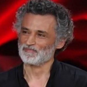 """Vieni da Me, Enrico Lo Verso: """"Mi è rimasta la sindrome di Zorro da quando ero piccolo"""""""