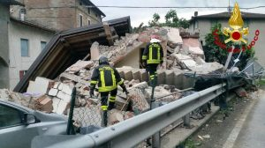 Scandiano (Reggio Emilia), esplode una palazzina per una fuga di gas: un ferito grave