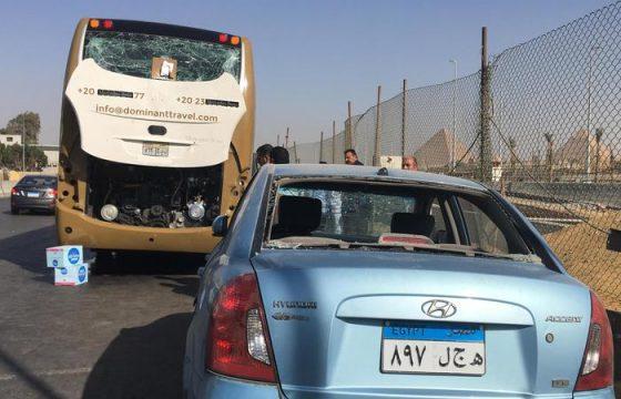 Il Cairo, esplode ordigno vicino a bus turistico: 16 feriti 2