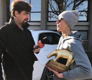 Striscia la Notizia, Valerio Staffelli e il Tapiro d'Oro a Federica Pellegrini